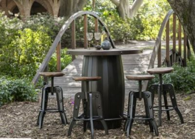 barrel outside table & stools