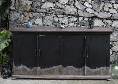 obsidiana hutch with doors